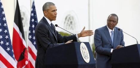 Nella foto sopra Il presidente Usa Barack Obama e il suo omologo kenyano, Uhuru Kenyatta, durante la conferenza stampa congiunta dopo il loro incontro bilaterale sabato scorso a Nairobi in Kenya. (Fonte: Reuters/Jonathan Erns)